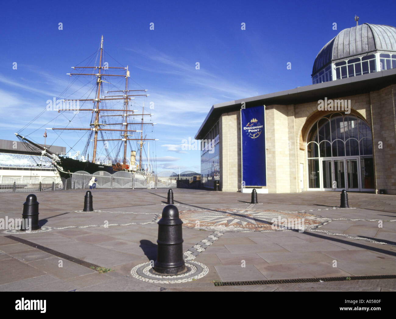 dh RRS Discovery DUNDEE ANGUS rrs discovery point capt scotts antarctica ship scott museum scotland - Stock Image