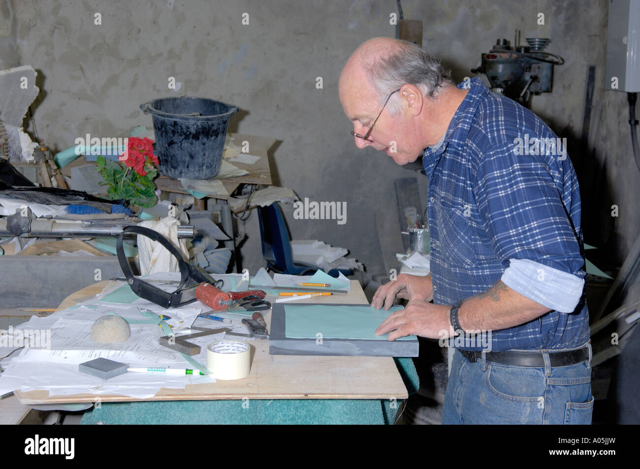 Craftsman Working on Piece of Slate on Lathe Inside Workshop Inigo Jones Slate Works Groeslon North West Wales Stock Photo