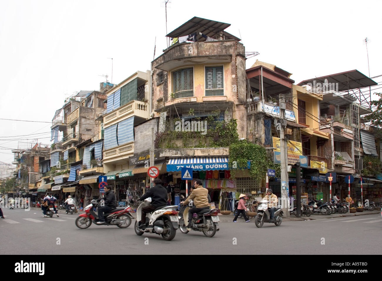 Vietnam Hanoi Centre Old Quarter architecture buildings at busy road junction - Stock Image
