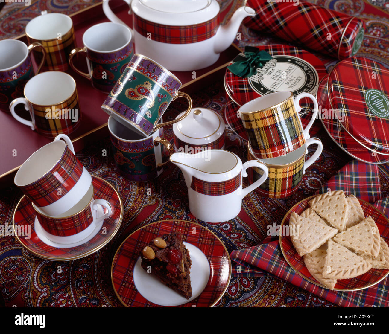 Shortbread and tartan crockery & Shortbread and tartan crockery Stock Photo: 9890423 - Alamy