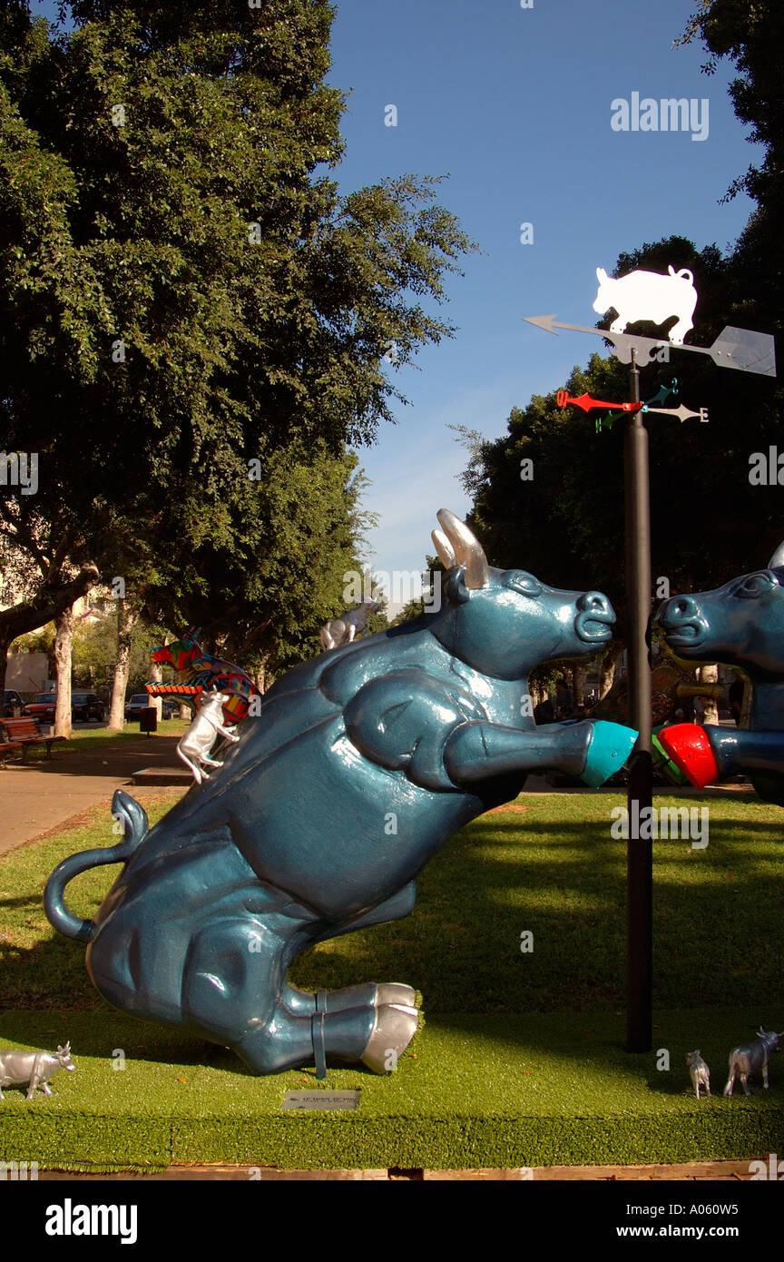 Contemporary sculpture at Rothschild Boulevard, Tel Aviv  Israel - Stock Image