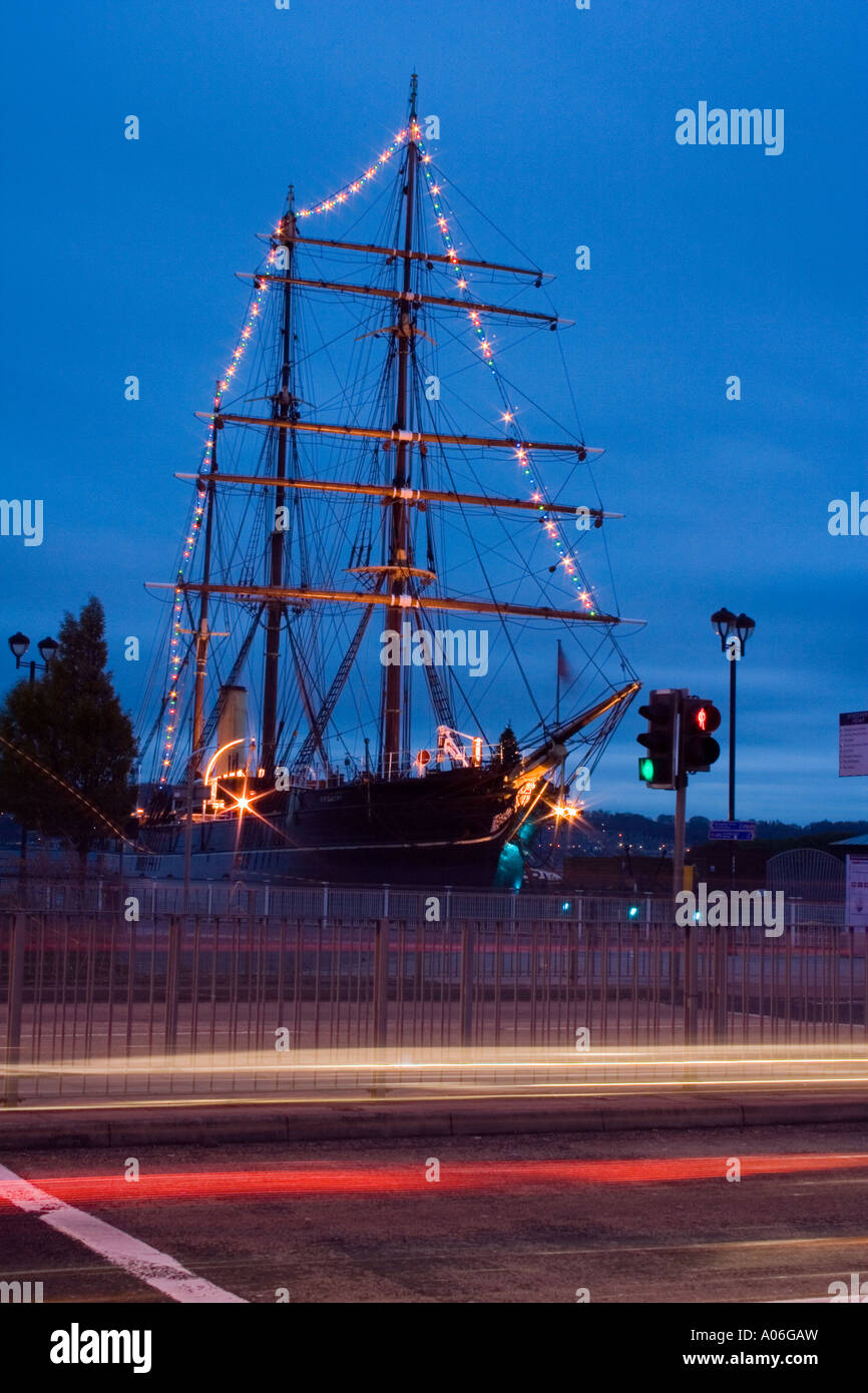 Christmas decorations lighting up the RRS Discovery ship at night in Dundee, UK Stock Photo