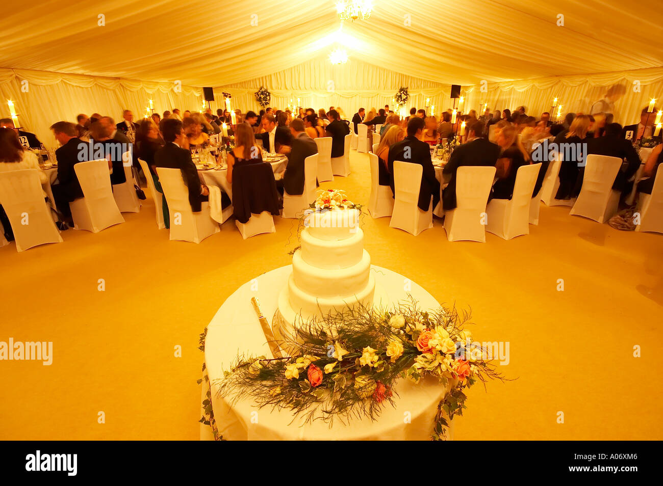 Classic Wedding Cake Groom Bride Stock Photos & Classic Wedding Cake ...