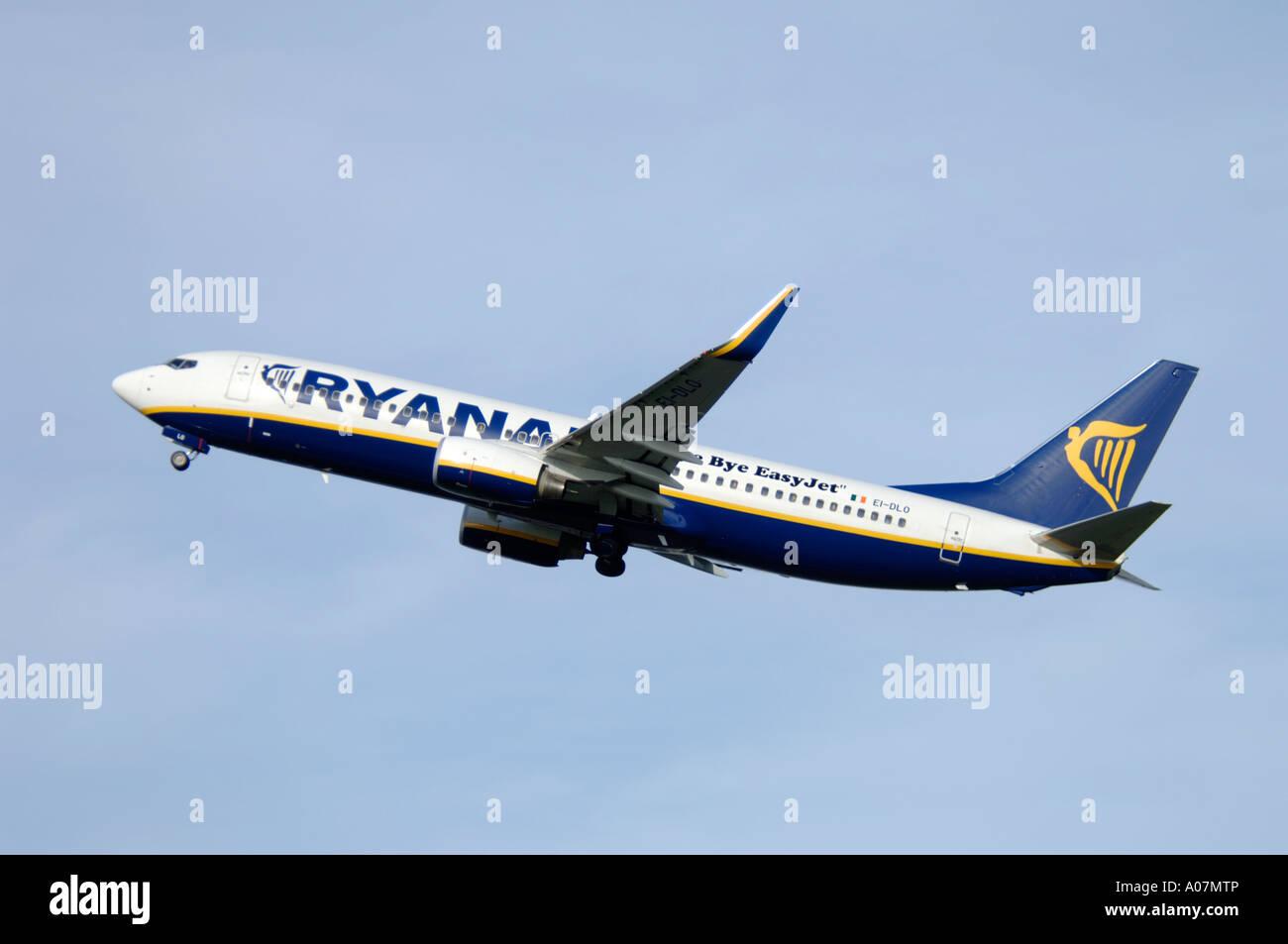 Ryanair Boeing 737-8AS departing Inverness, Dalcross, Scotland.   XAV 3983-379 - Stock Image