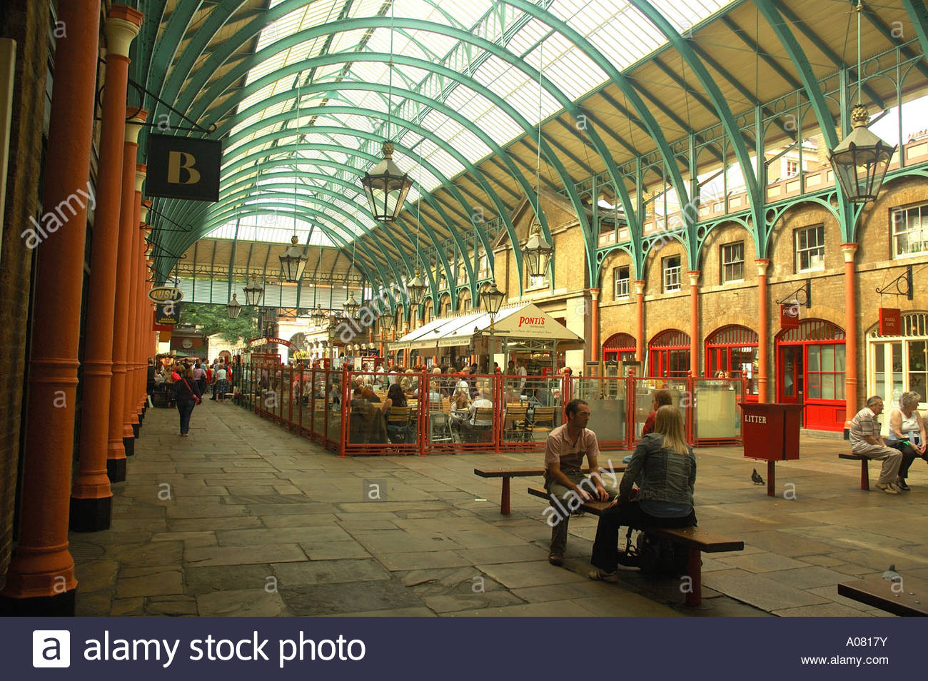Covent Garden, Undercover Market Stock Photo: 9910190 - Alamy