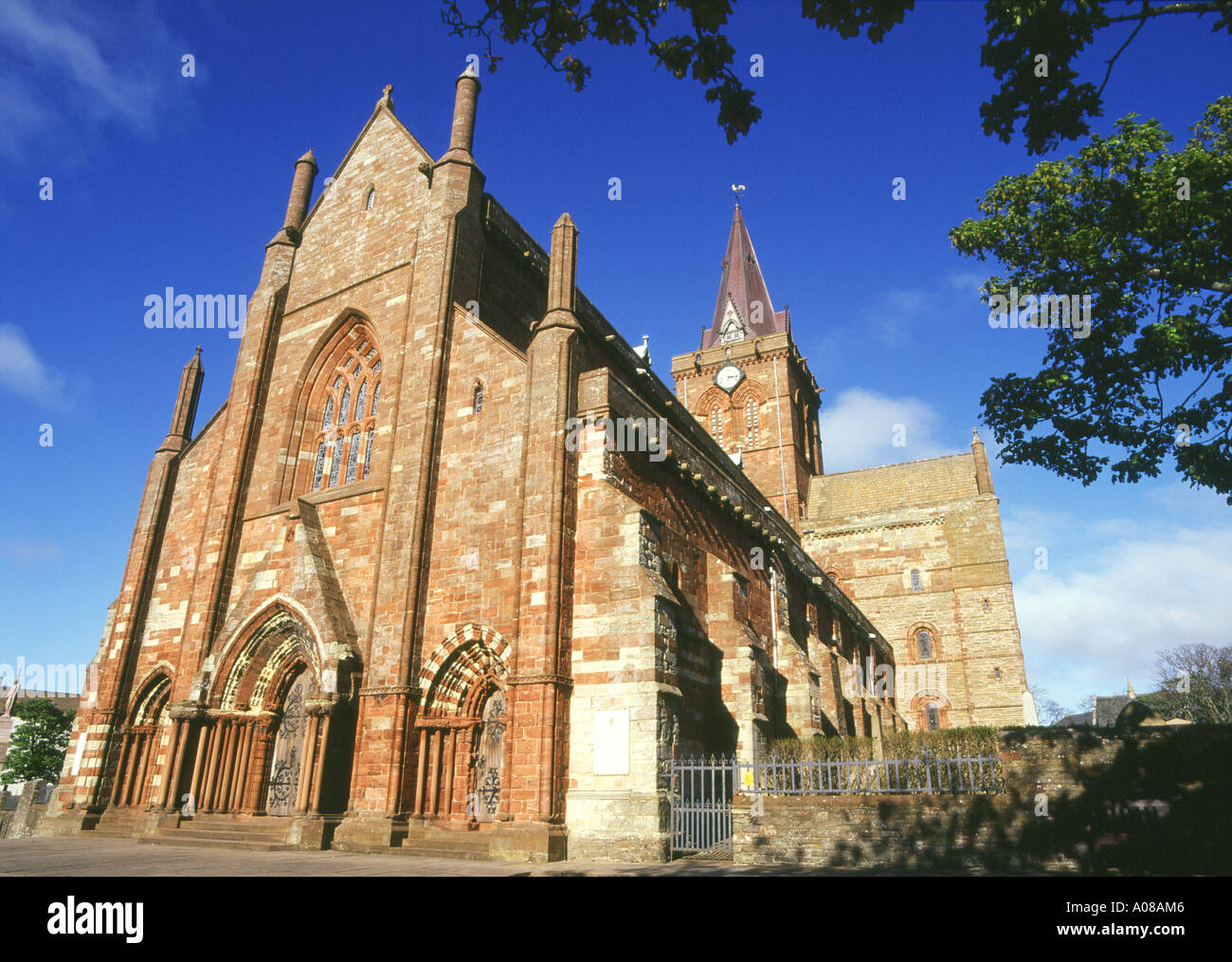 dh St Magnus Cathedral KIRKWALL ORKNEY Norse Viking cathedral exterior uk orkneys Stock Photo