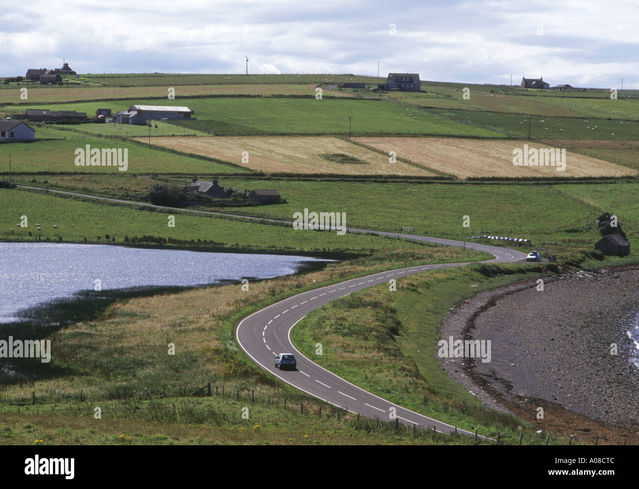 dh Echna Loch BURRAY ORKNEY Car on road by Echna Loch travelling countryside Stock Photo