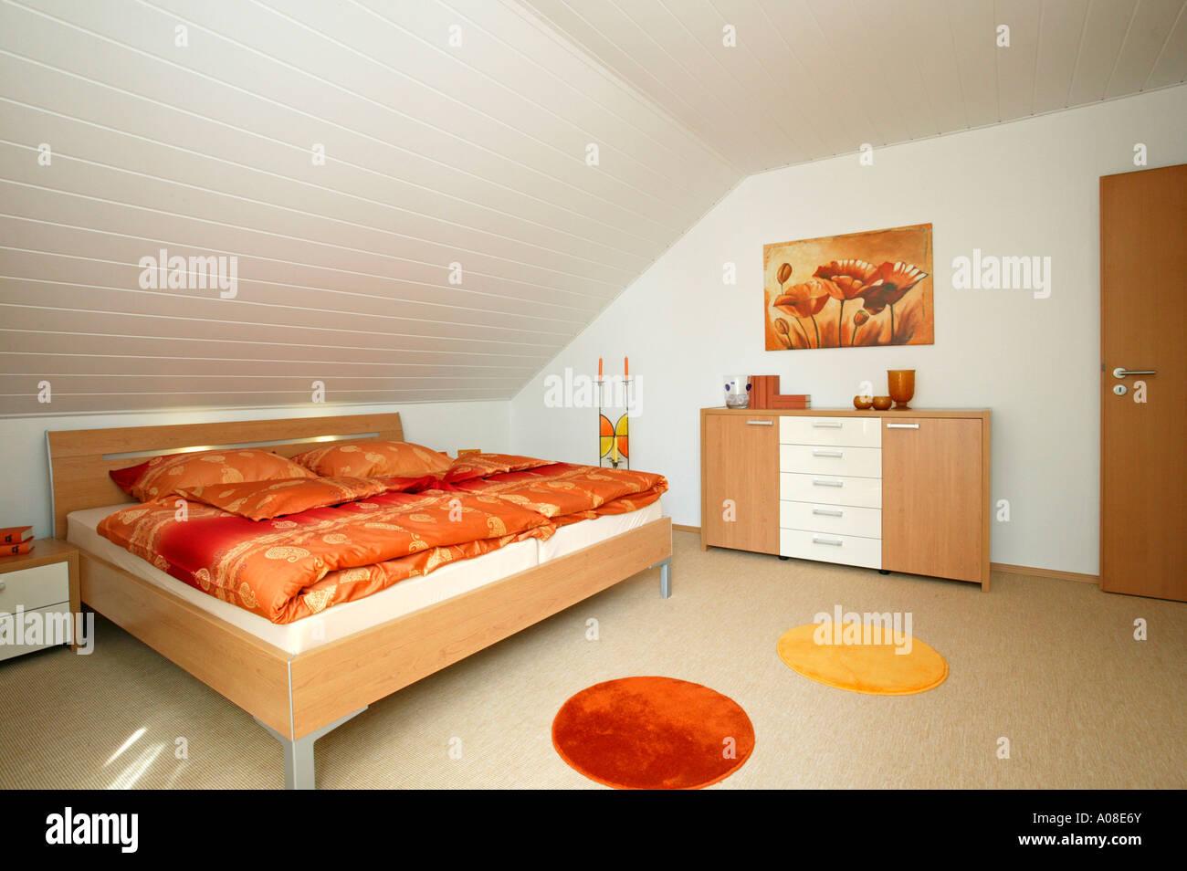Einfamilienhaus innen Schlafzimmer, single family house inside Stock ...