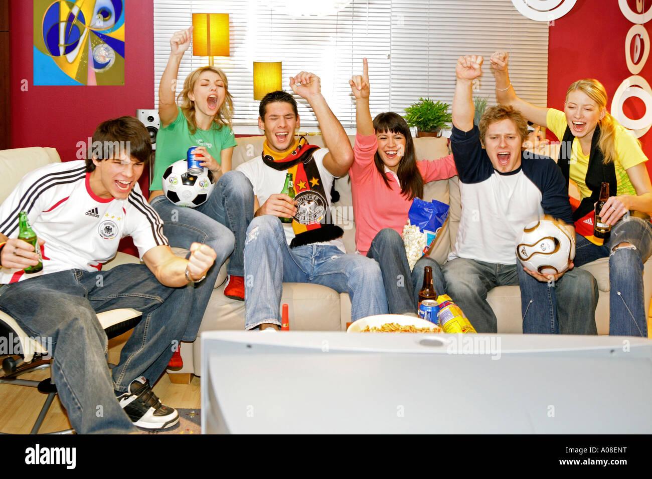 Fussballfans fiebern am Fernseher mit, football fans excited in front of tv - Stock Image