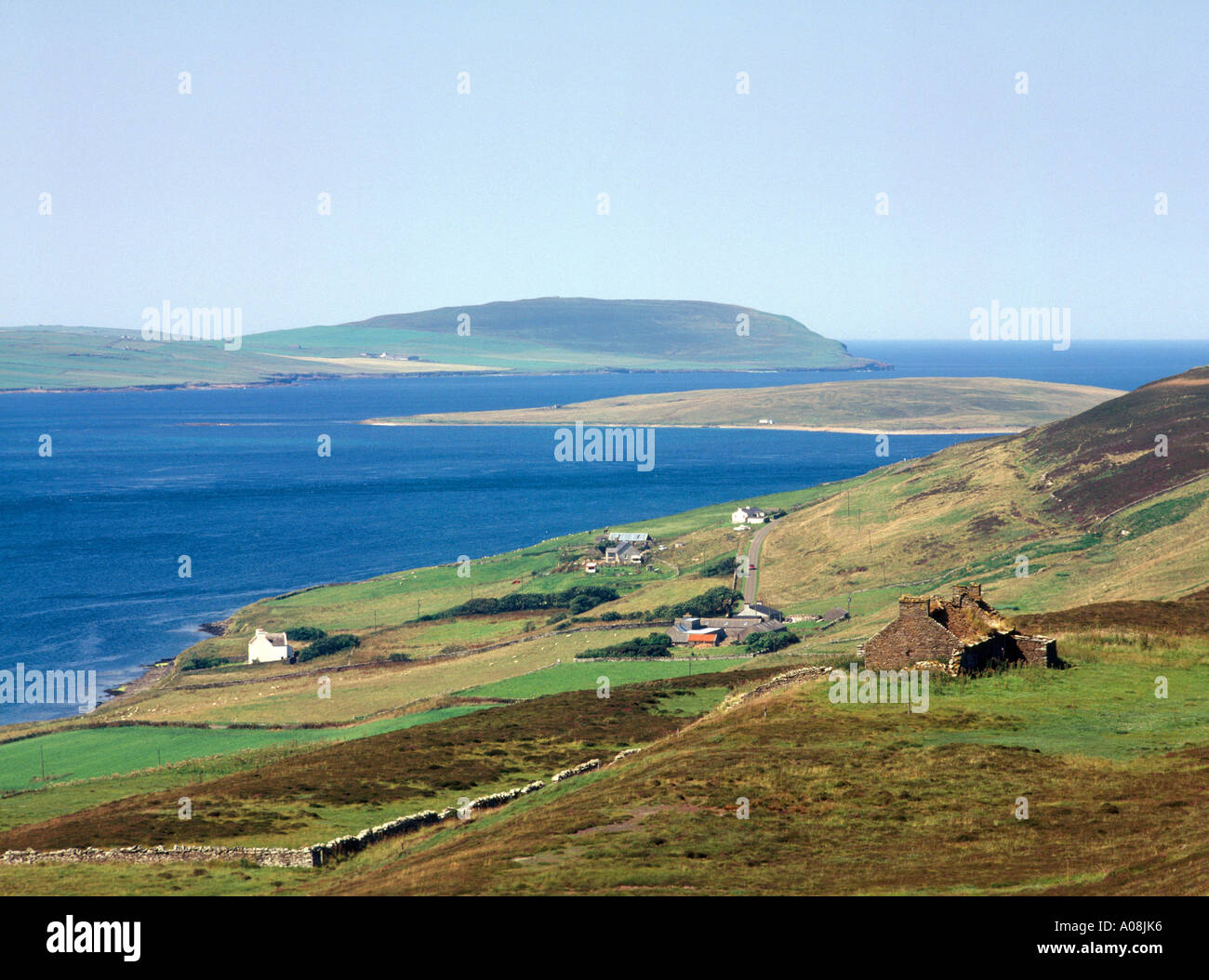 dh Eynhallow Sound ROUSAY ORKNEY Ruined cottage building - Stock Image