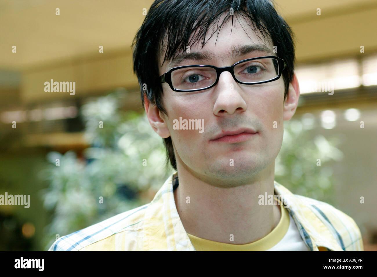 Junger dunkelhaariger Mann, young man portrait - Stock Image