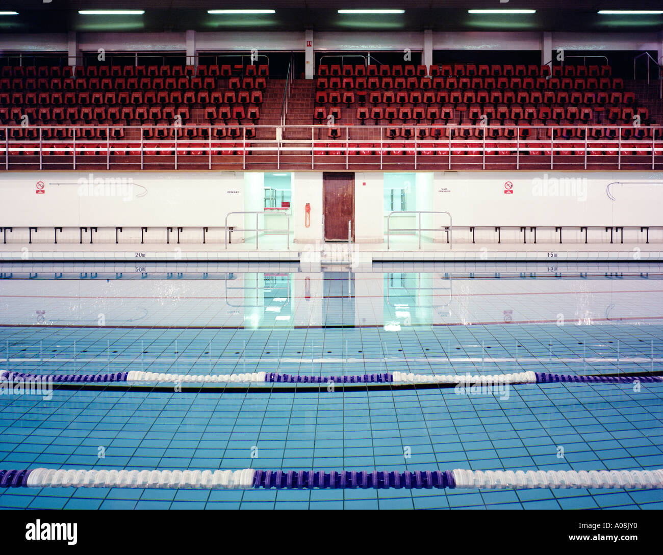 Leisure centre pool interior stock photos leisure centre pool interior stock images alamy for Wyndley leisure centre swimming pool