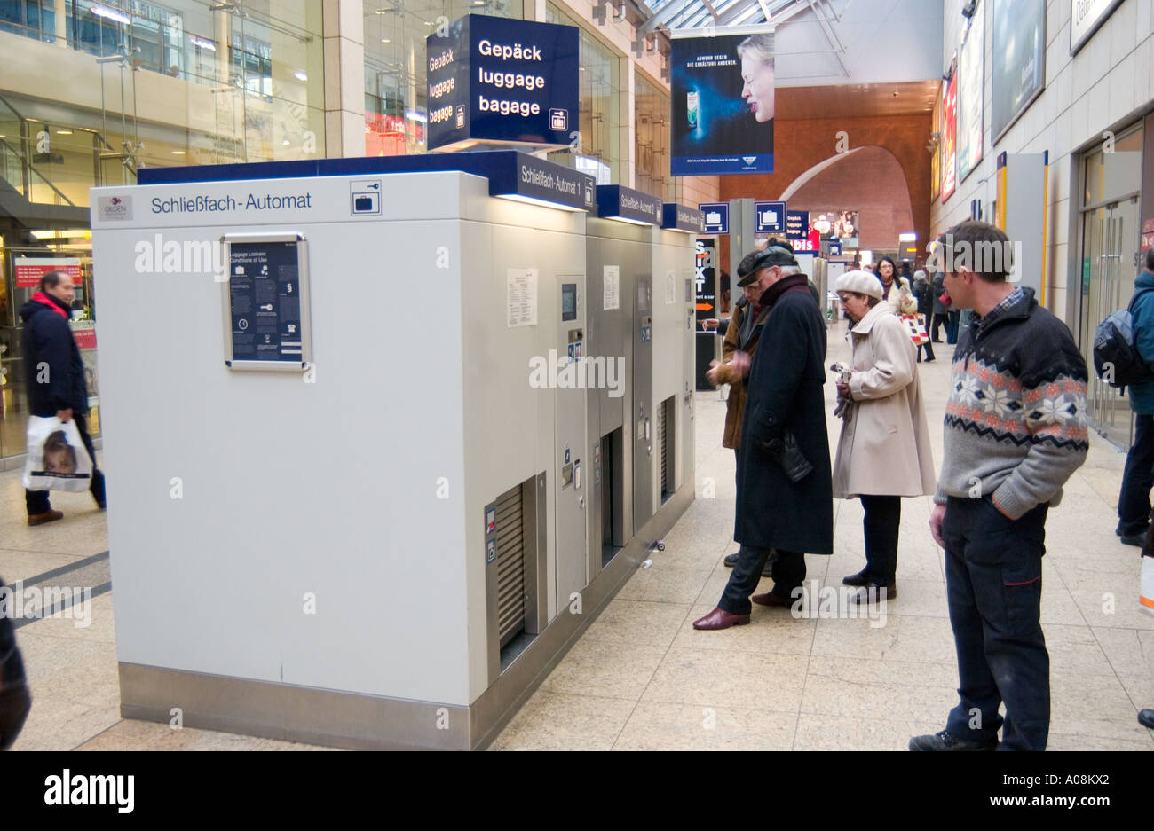 Superbe Automatic Baggage Storage Machine In The Central Rail Station Of Cologne,  Germany