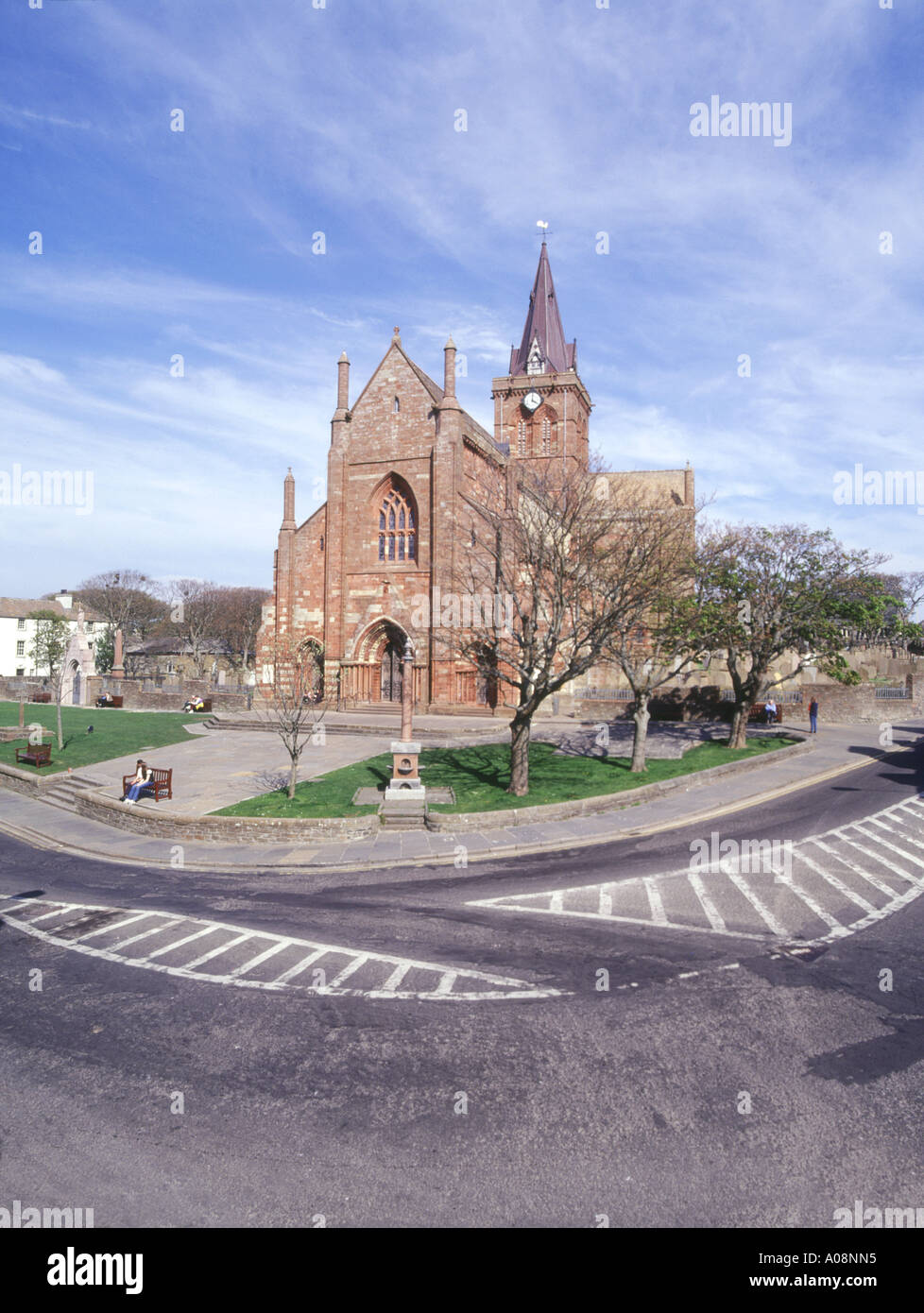 dh St Magnus Cathedral KIRKWALL ORKNEY Front of red and yellow sandstone cathedral scotland orkneys - Stock Image