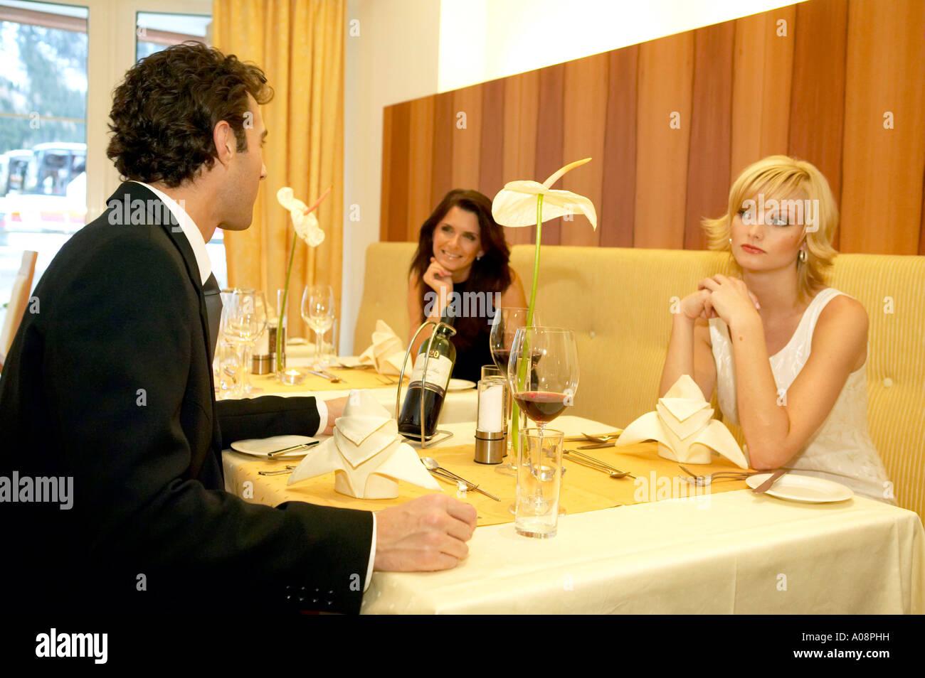 Paar im Restaurant Eifersucht, couple in restaurant jealousy - Stock Image