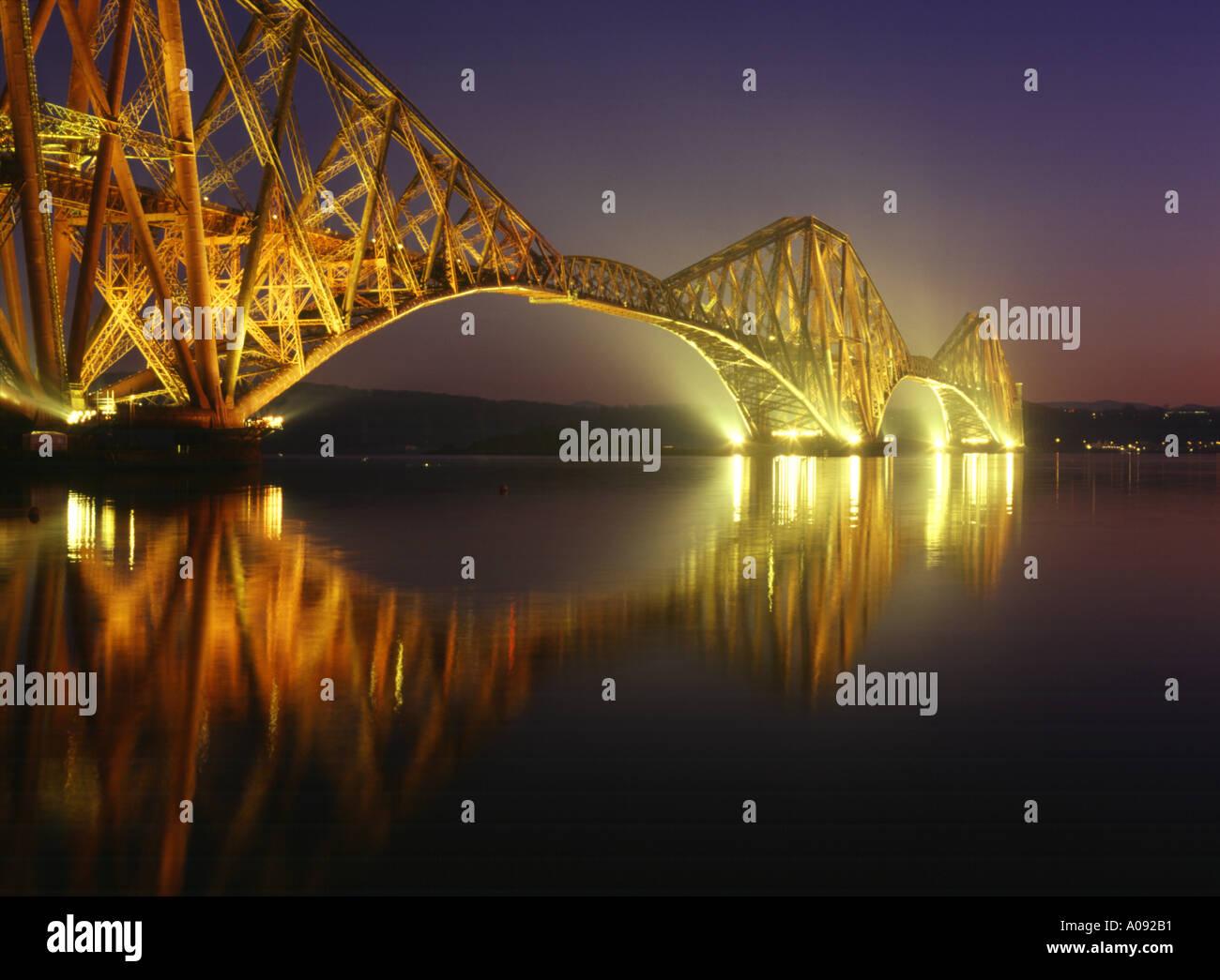 dh Railway Bridge Scotland FORTH BRIDGE FIFE Victorian Cantilever steel Firth of Forth river dusk night iconic rail bridges Stock Photo