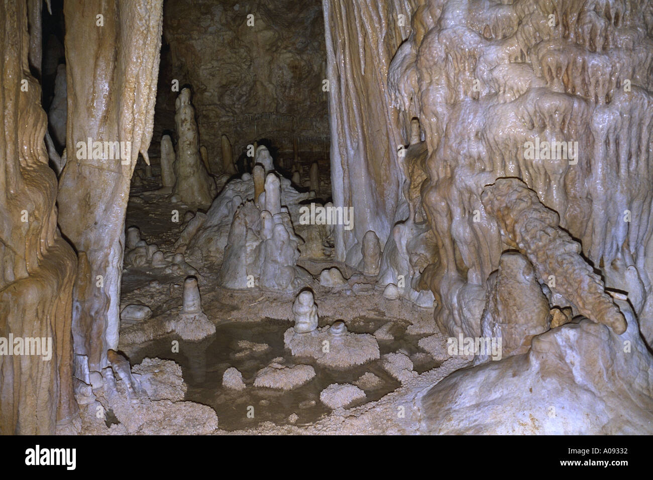 cave stalactite stalacmite Hoehle FRAENKISCHE Schweiz Germany Bavaria - Stock Image