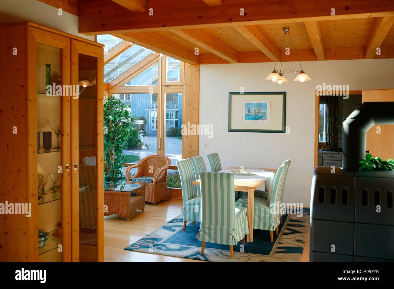 Einfamilienhaus innen Wohnraum Wintergarten family home Stock Photo ...