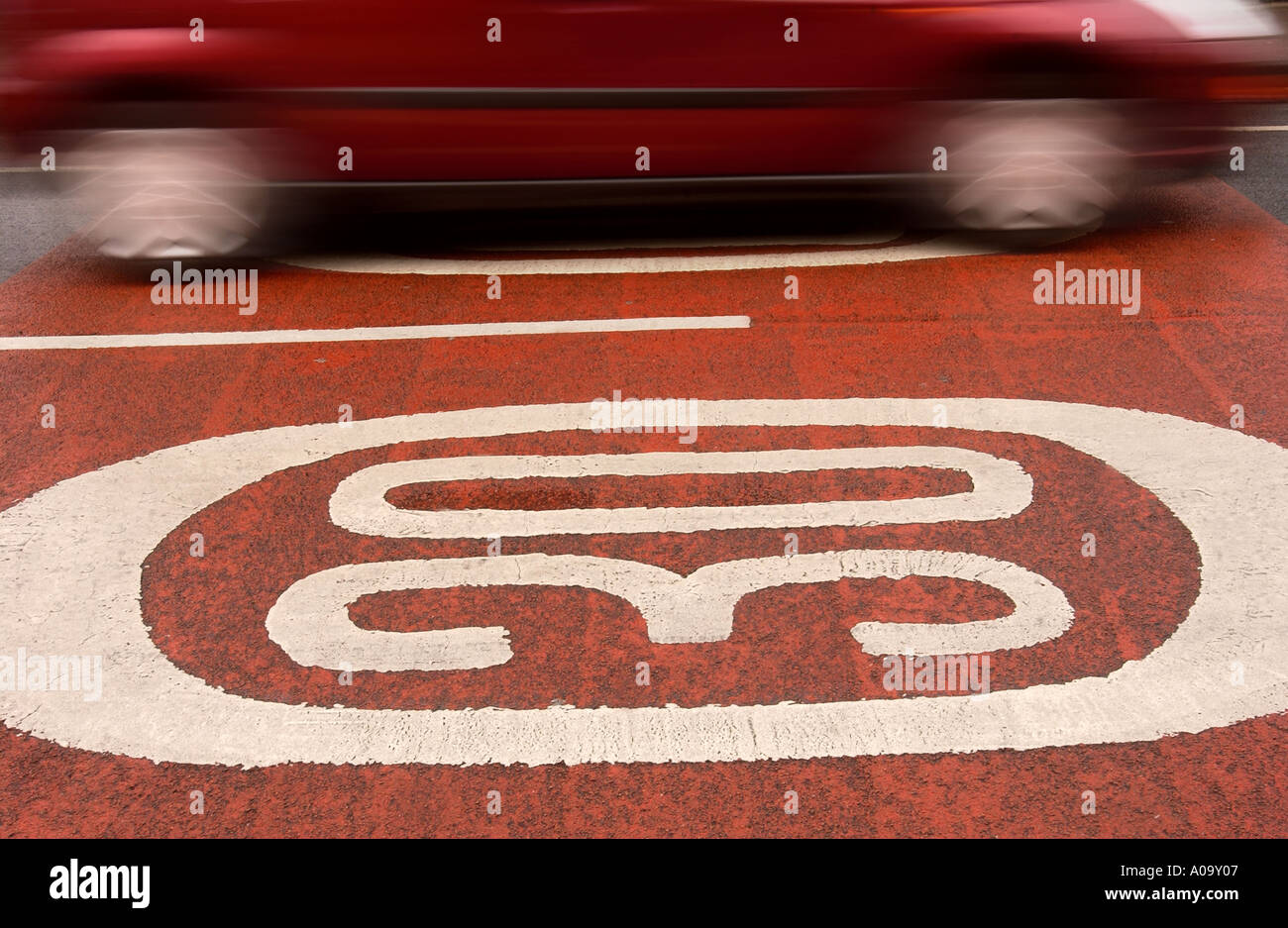 A CAR PASSES OVER THIRTY MILES PER HOUR SPEED WARNINGS PAINTED ONTO THE ROAD UK - Stock Image