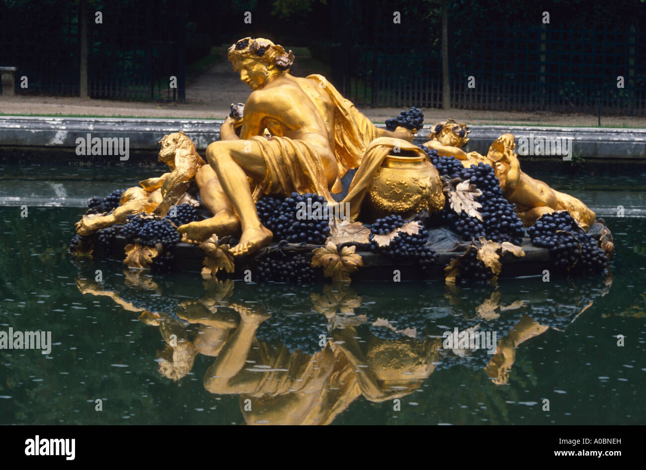 Schloss Versailles brunnen vergoldete Skulpturen Frankreich - Stock Image