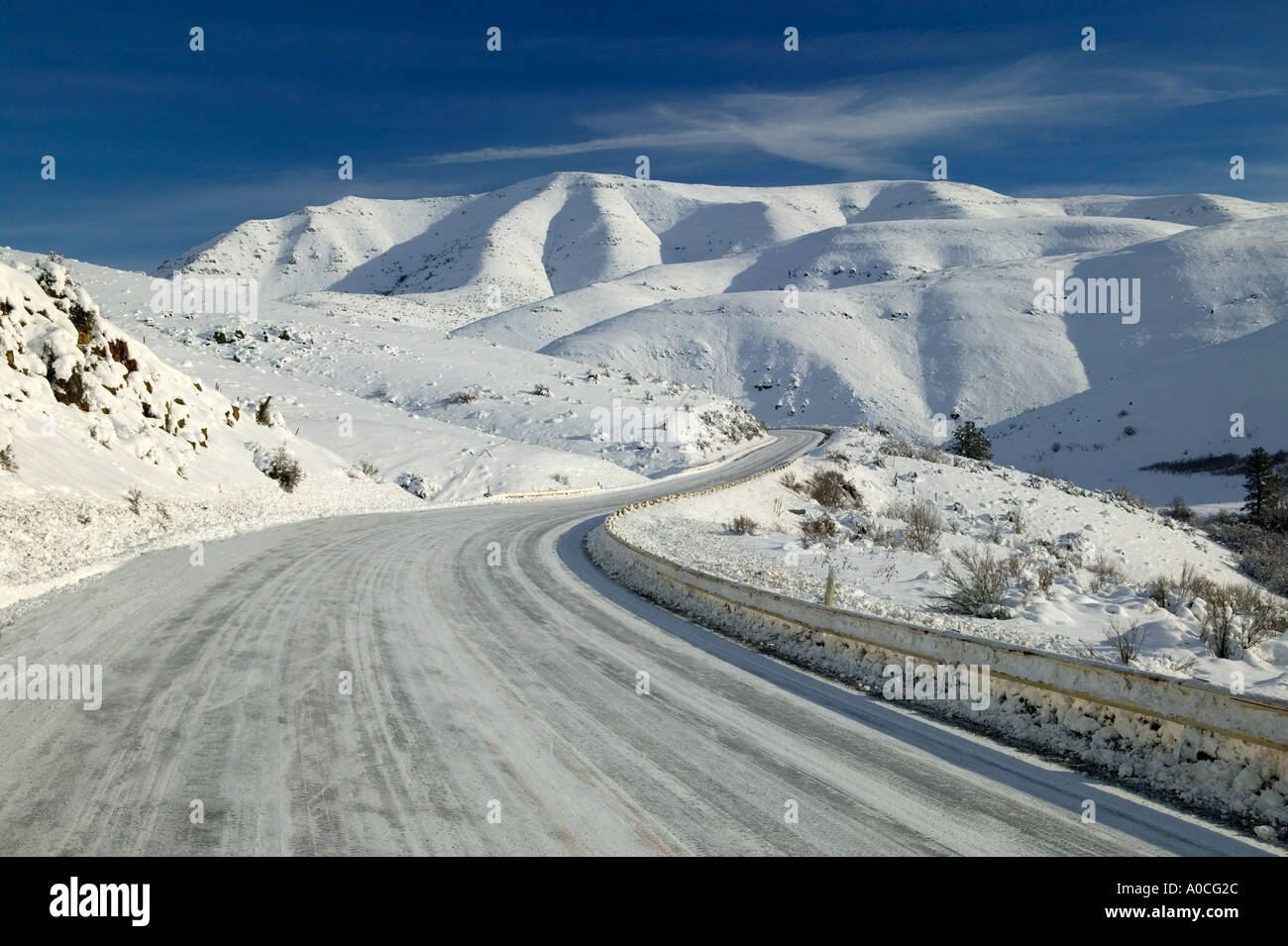 Road from Halfway to Hell s Canyon with snow Oregon - Stock Image