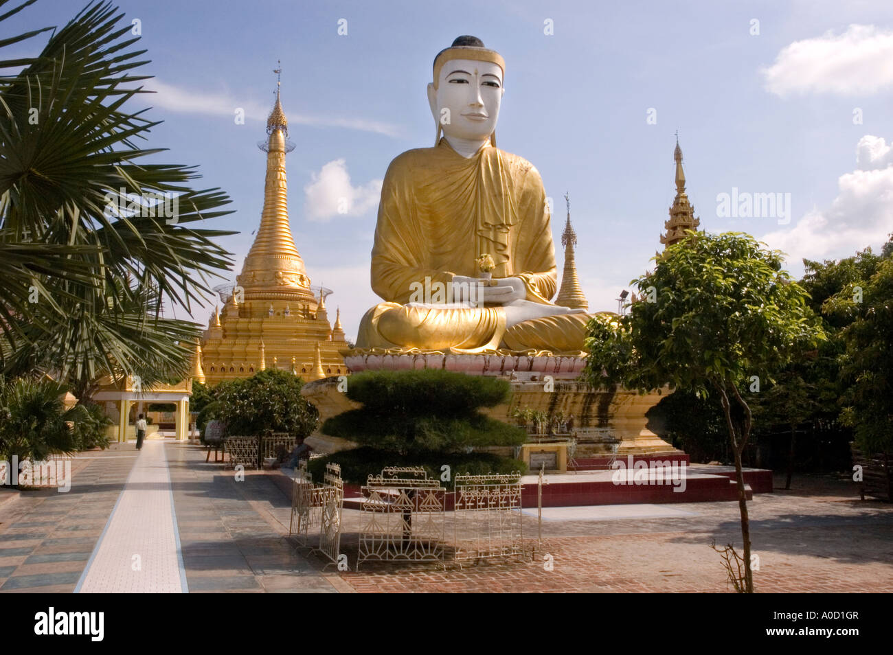 Stock photograph of the Shwezigon Paya in central Monywa in Myanmar 2006 Stock Photo