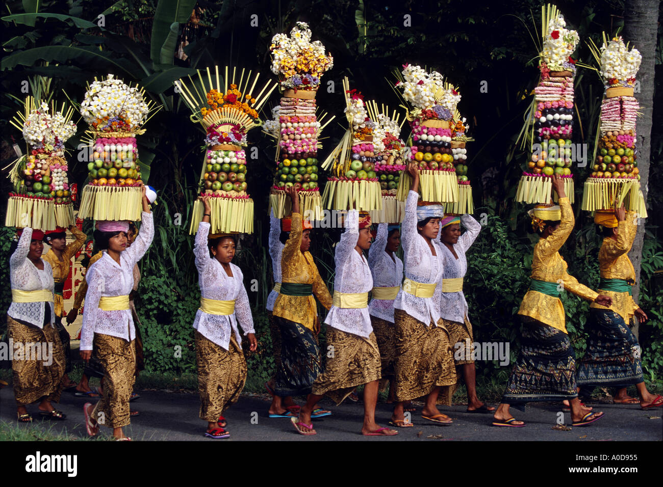 Indonesia Bali Procession Women In Traditional Dress