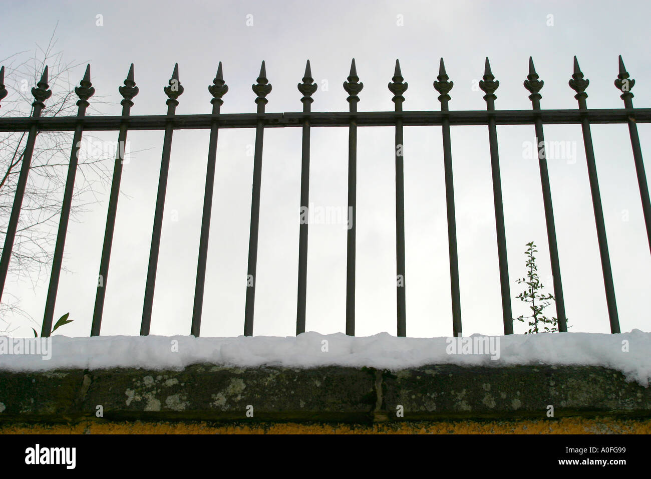 Cast iron railings on top of wall - Stock Image