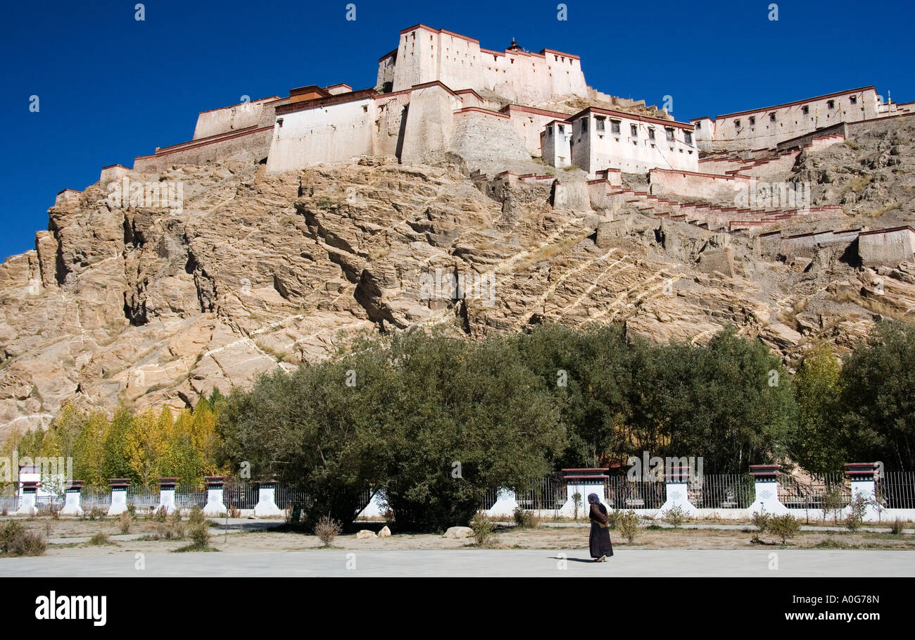 Gyantse Fort in the Tibetan town of Gyantse in the Tibet Autonomous Region of China - Stock Image