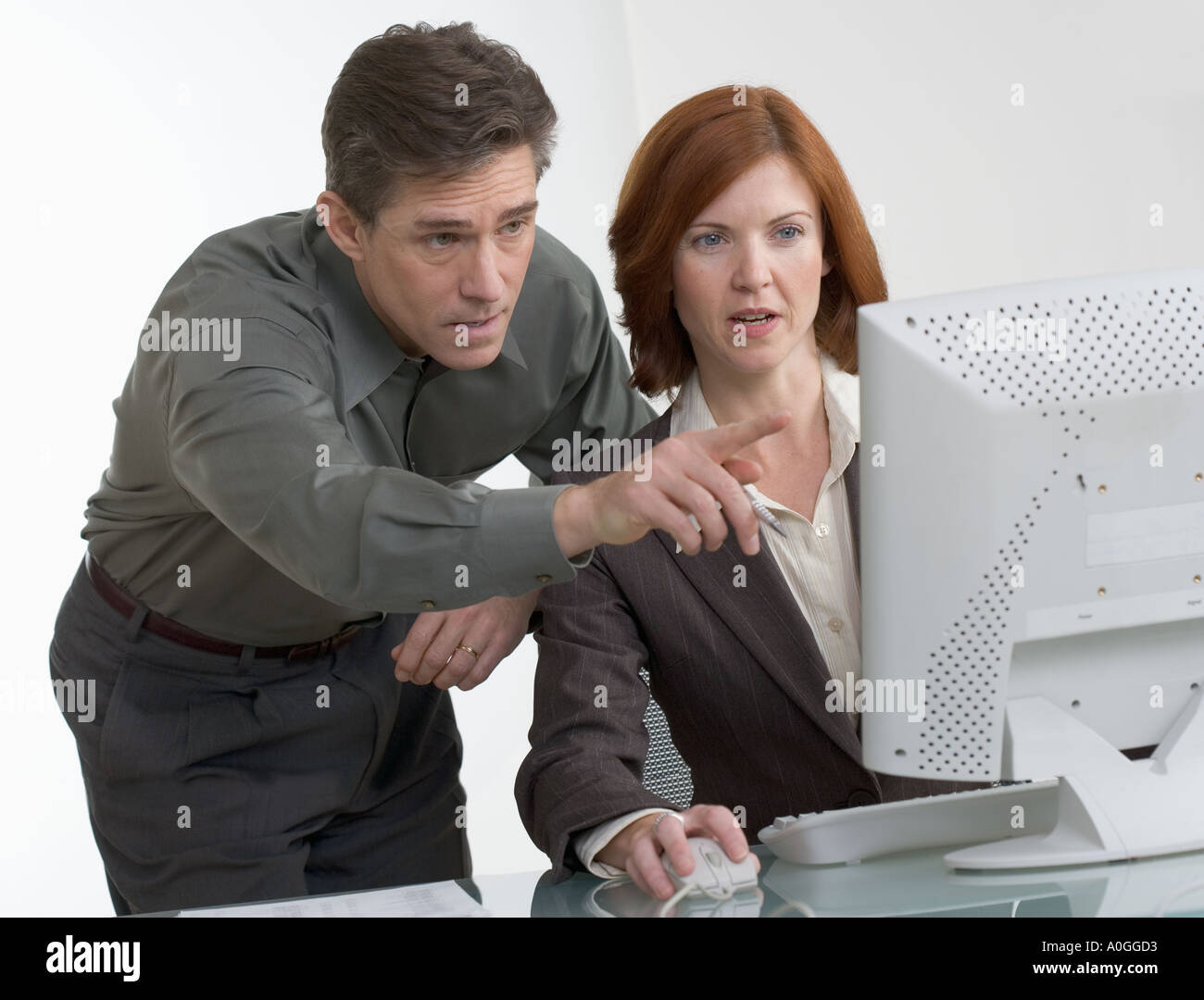 Business people looking at computer screen - Stock Image