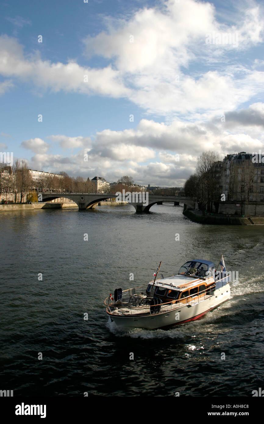 Looking towards the Pont Louis Philippe River Seine Paris Ile de France - Stock Image