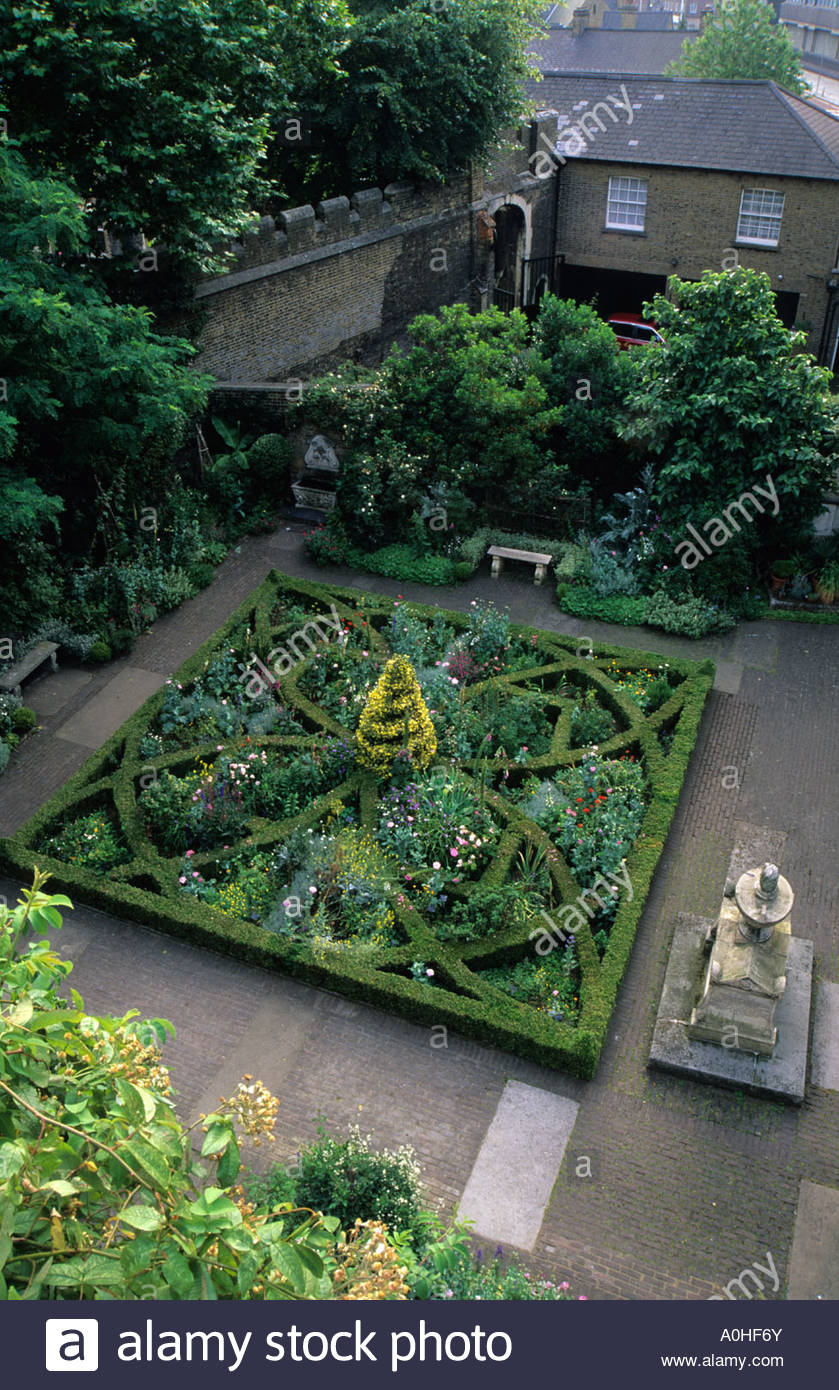 Garden History Museum London Walled physic knot garden Boxwood hedges herbs - Stock Image
