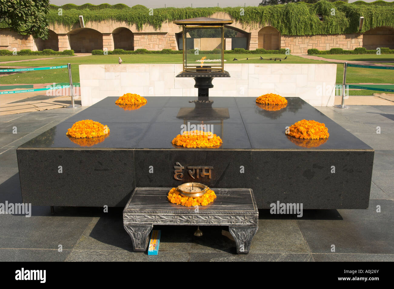 India Dehli Raj Ghat Mahatma Gandhi memorial Gandhi s tomb with flowers - Stock Image