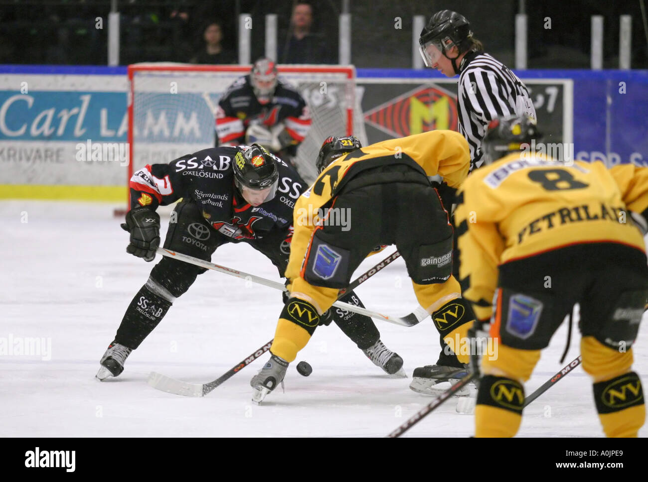 Face off at an ice hockey game - Stock Image