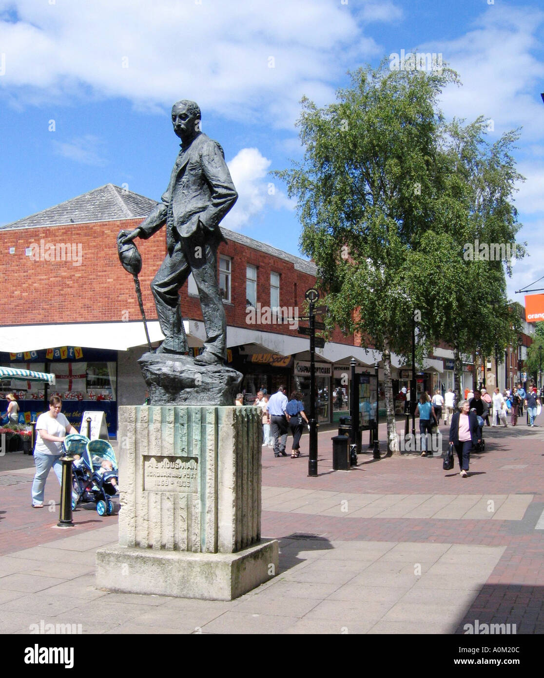 Statue of AE Housman in Bromsgrove High St, Worcestershire England - Stock Image
