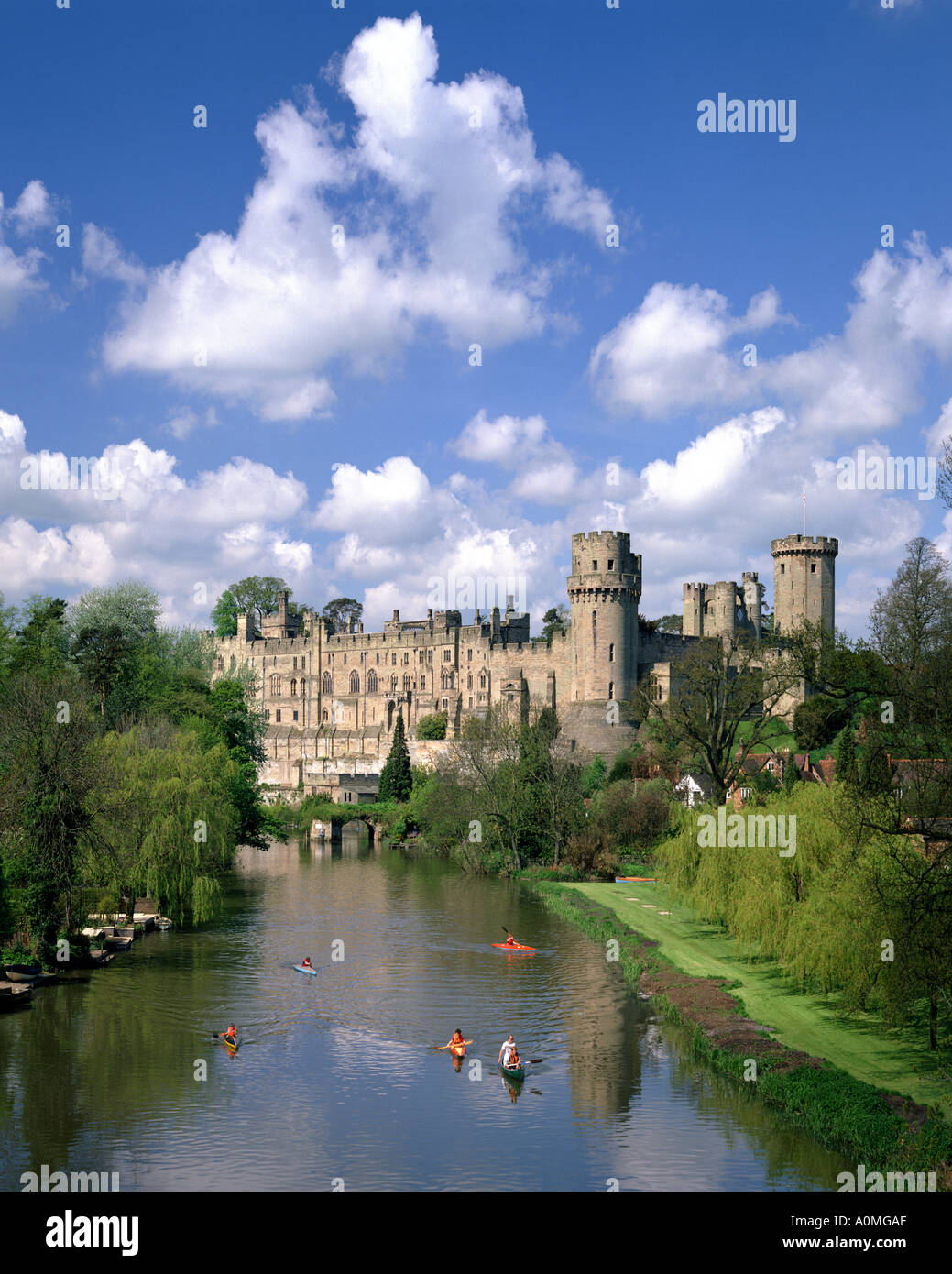 GB - WARWICKSHIRE: Warwick Castle and River Avon - Stock Image