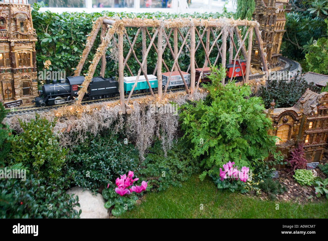 Nyc S New York Botanical Garden Holiday Train Show Returns For Its