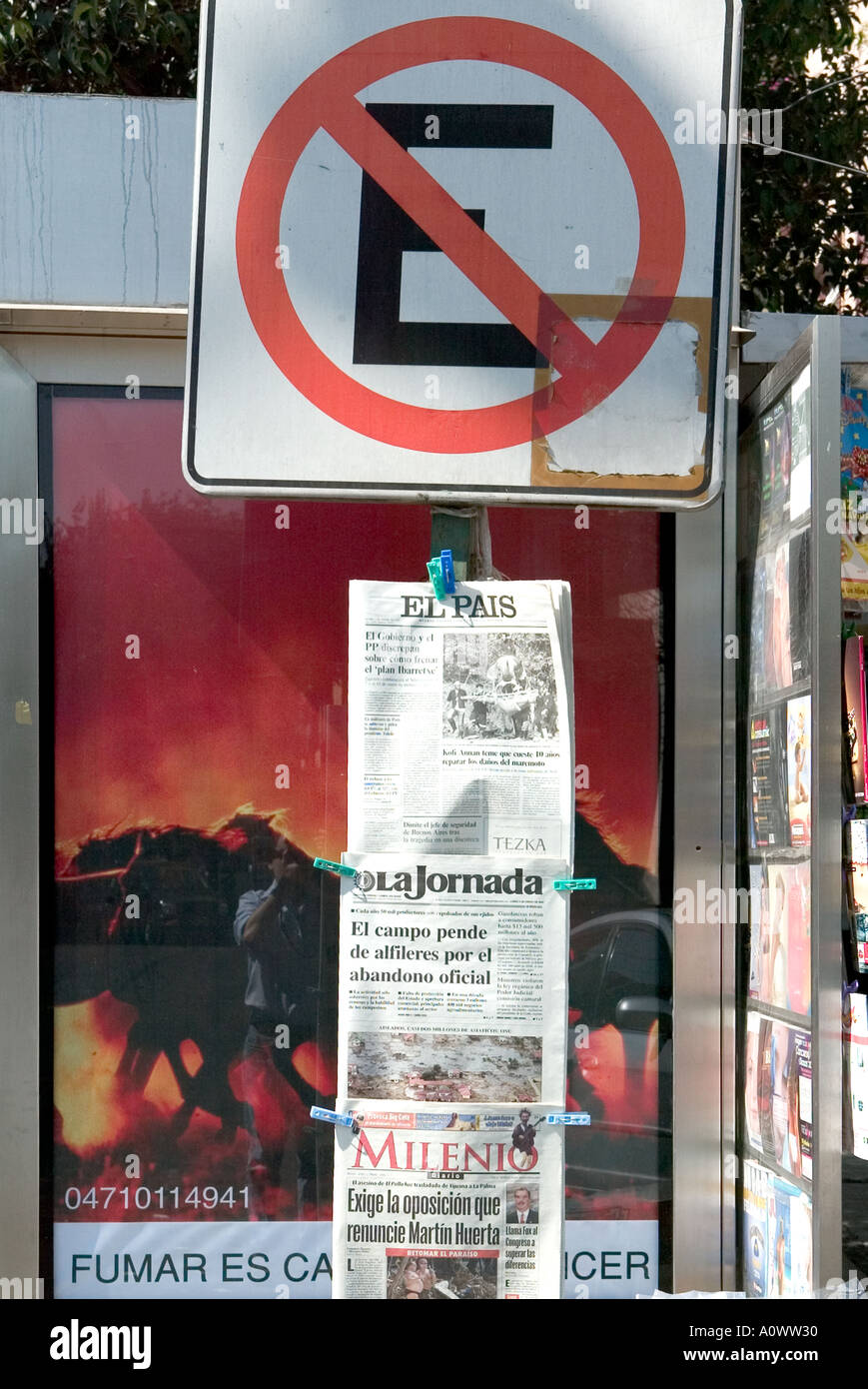 No parking sign and newspapers El Pais La Jornada and Milenio pegged to a post in Mexico City - Stock Image