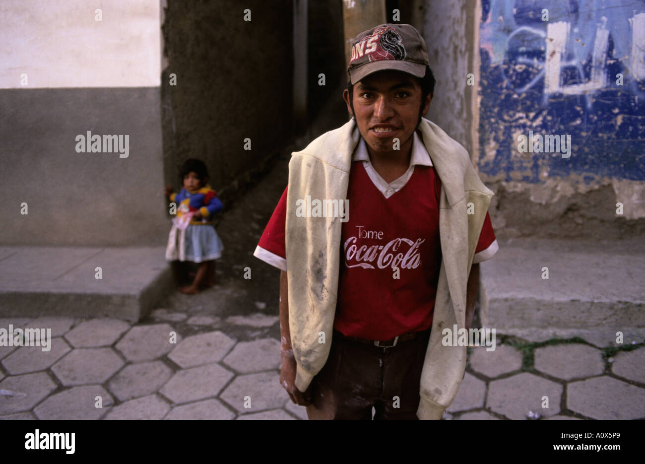 BOLIVIA Young boy in town of Sorata - Stock Image