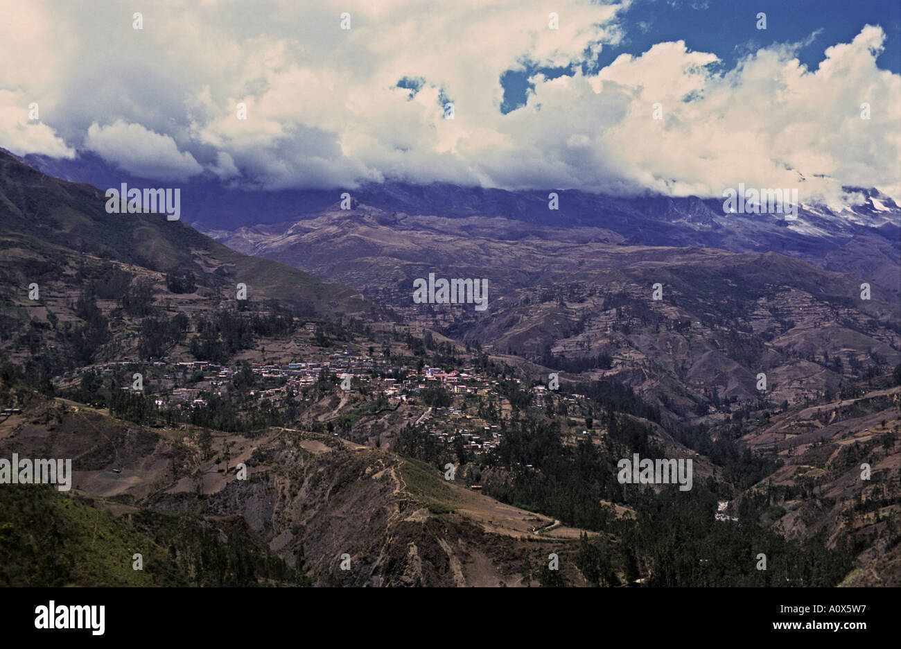 BOLIVIA View of the colonial town of Sorata situated on the foothills of Mount Illampu - Stock Image