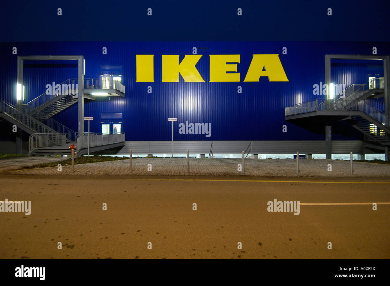ikea customer stock photos ikea customer stock images alamy. Black Bedroom Furniture Sets. Home Design Ideas