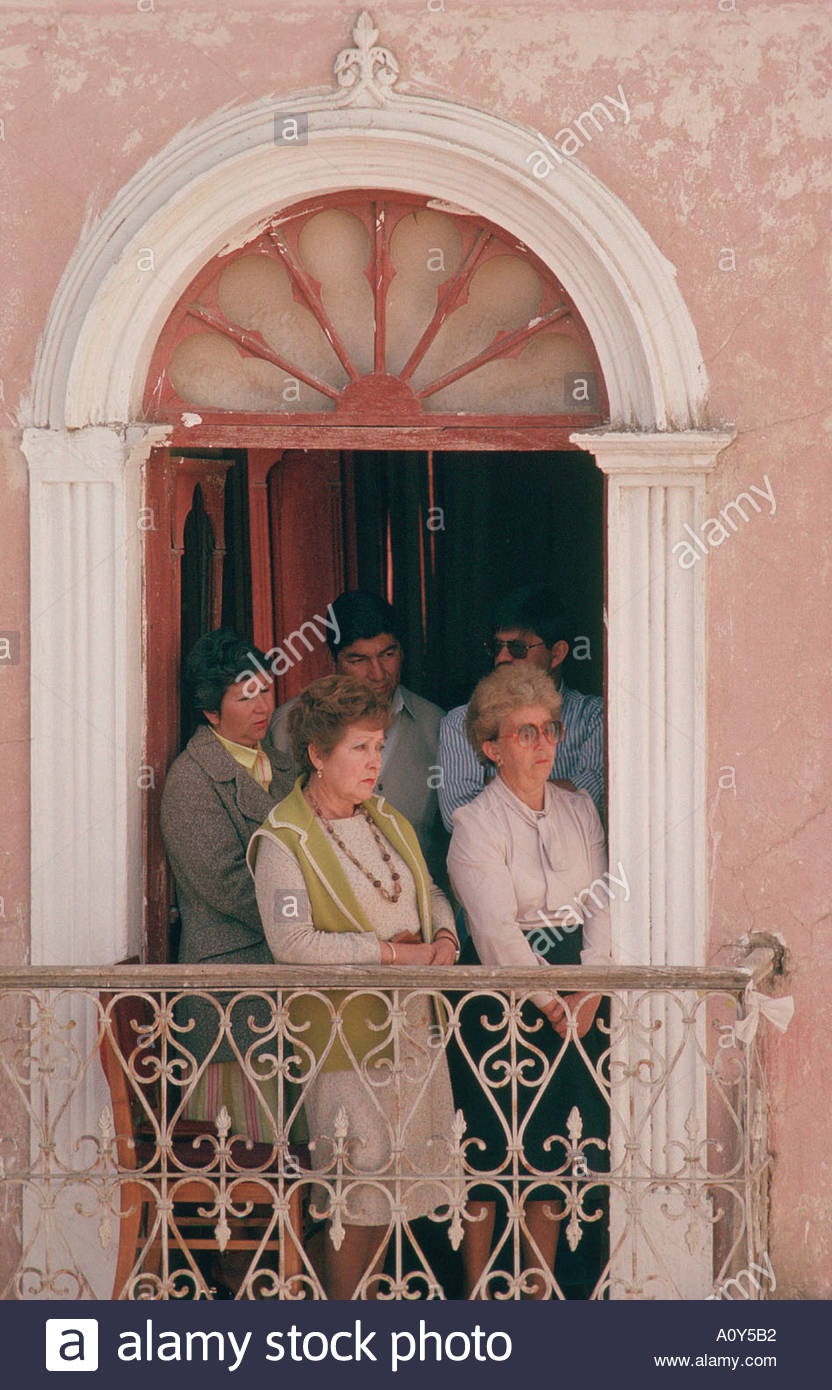 BOLIVIA in Cochabamba a wealthy white family at their balcony for the procession during festival of the Virgin of Urkupina - Stock Image