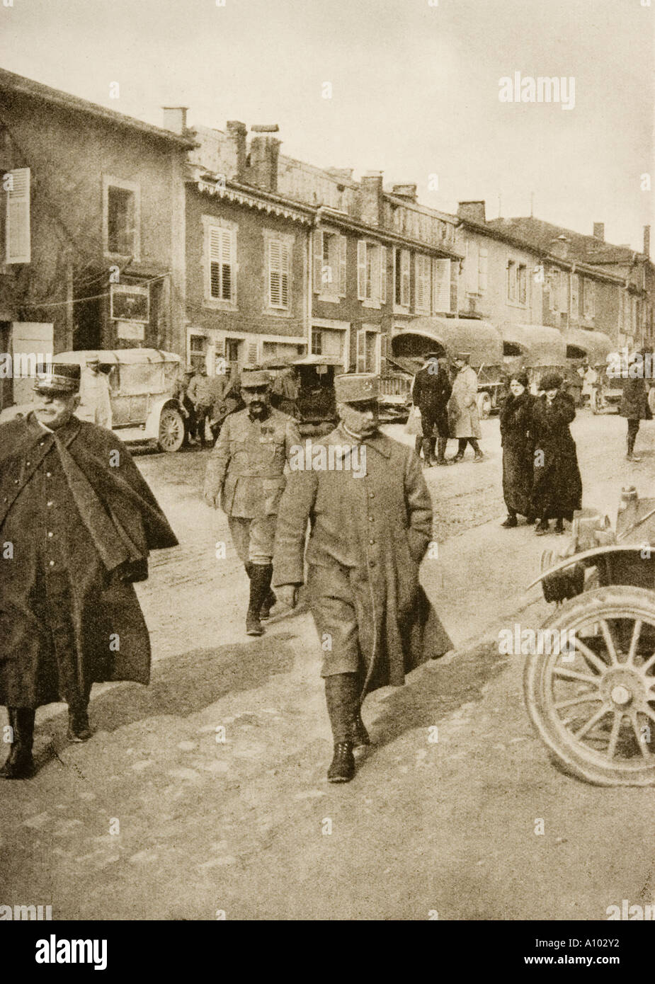 The Defender of Verdun General Petain centre walking with General Joffre on his right - Stock Image