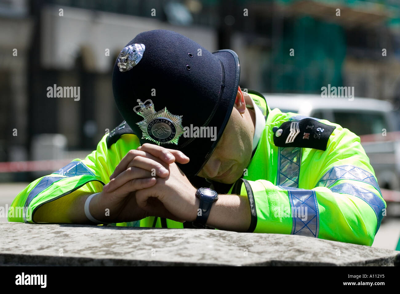 Distraught policeman near Tavistock Square bus bombing site caught in a private moment, London, England, UK Stock Photo