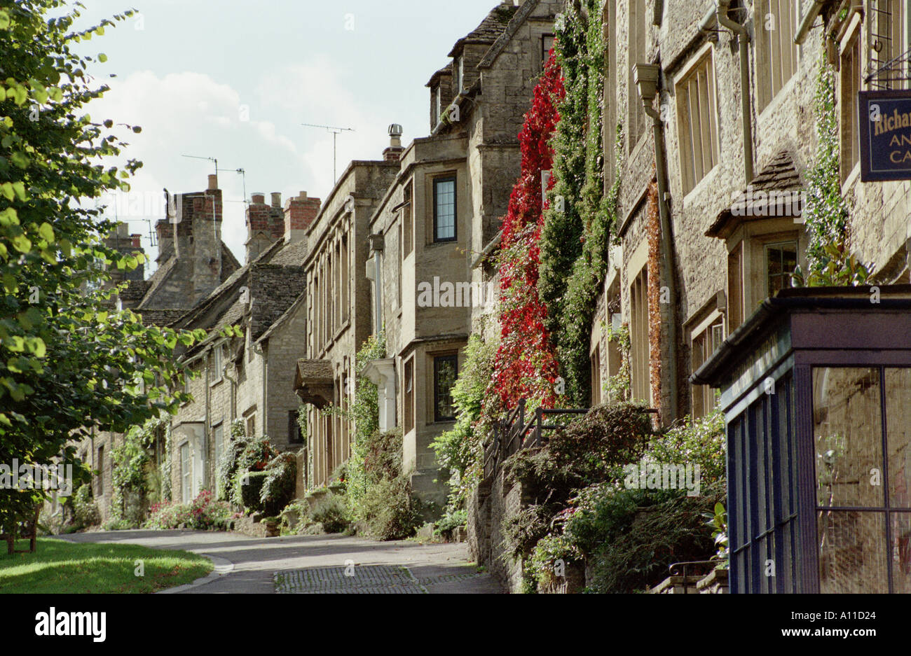 Street scene in Burford, Cotswolds, Oxfordshire, England, UK, Europe - Stock Image
