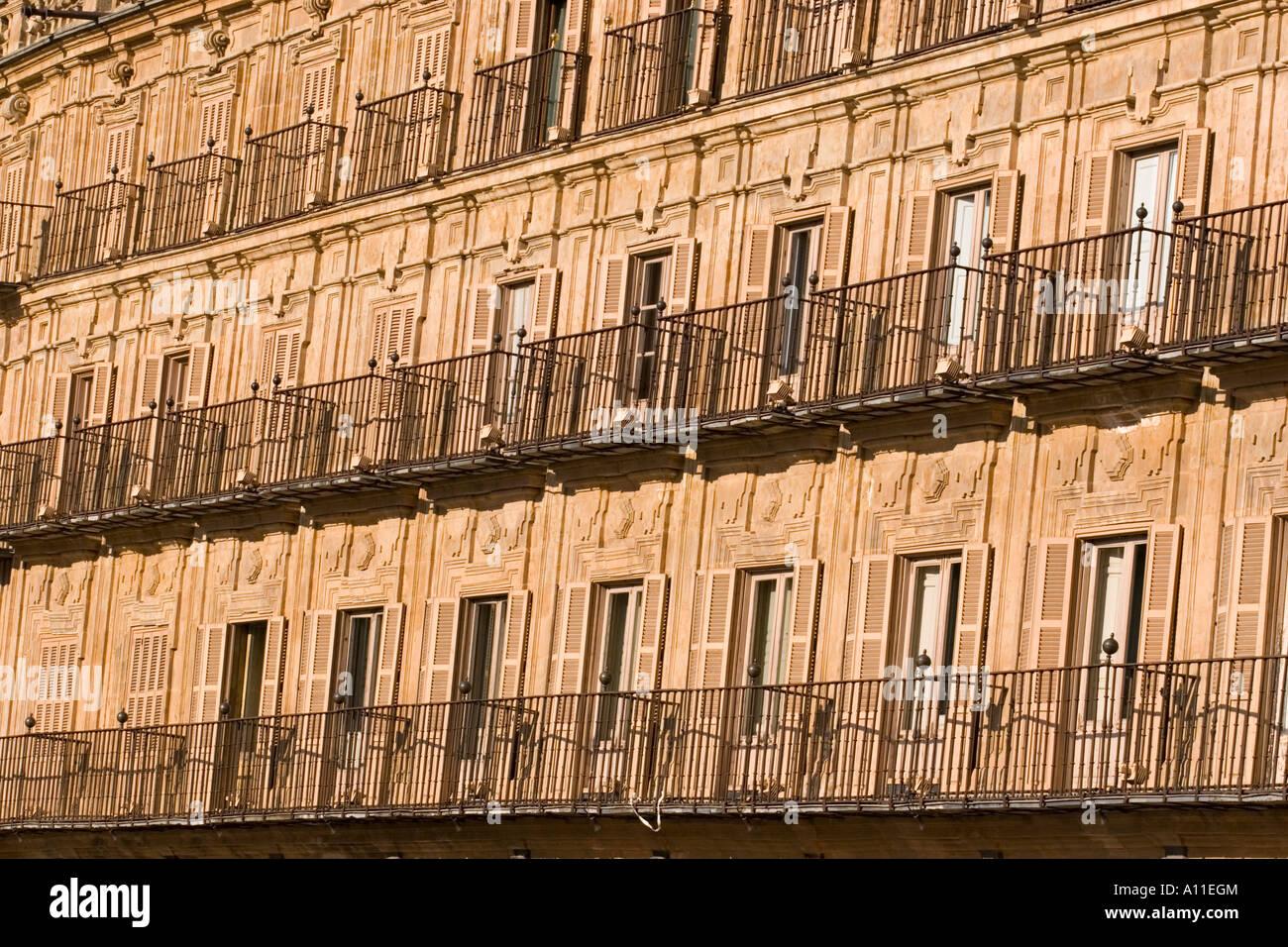 "In Salamanca, building lining the ""Plaza Mayor"" (Spain).  Bâtiment bordant la ""Plaza Mayor"" à Salamanque (Espagne). Stock Photo"