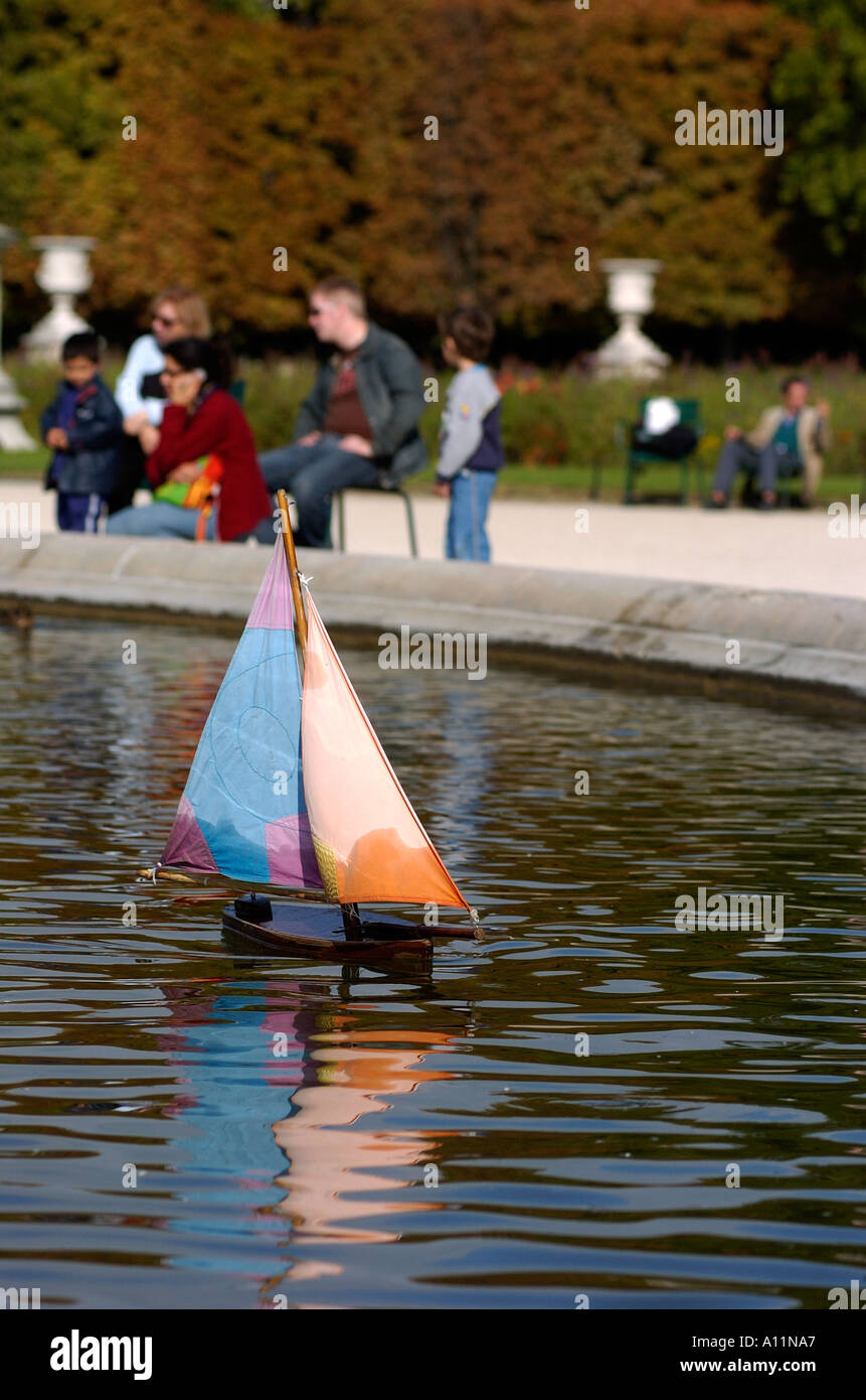 Toy Boats In Fountain In Stock Photos & Toy Boats In Fountain In ...
