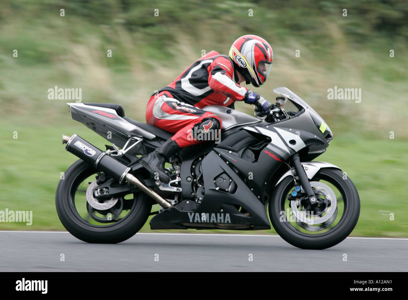 side on view of rider on black and silver yamaha R6 YZF at kirkistown track day kirkistown circuit county down northern ireland - Stock Image