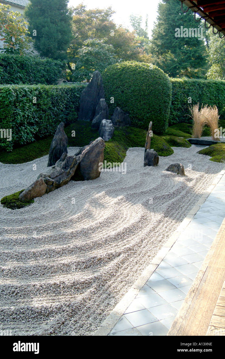 Zen raked gravel garden at Zuiho-in within Daitokuji Temple Kyoto Japan - Stock Image
