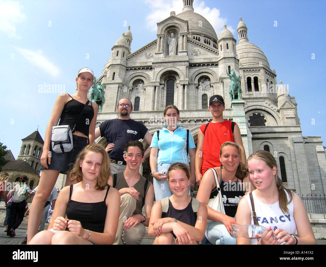 snapshot of school group posing in front of Sacre Coeur Paris France - Stock Image